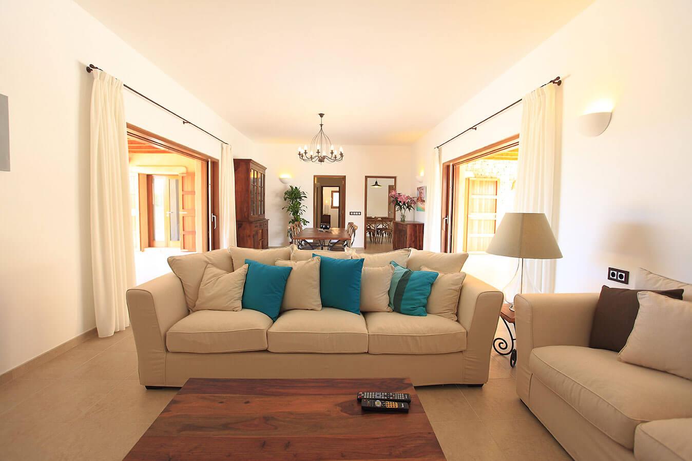 Villa Can Cardona en Formentera. Salón comedor. Alojamientos turísticos Cardona