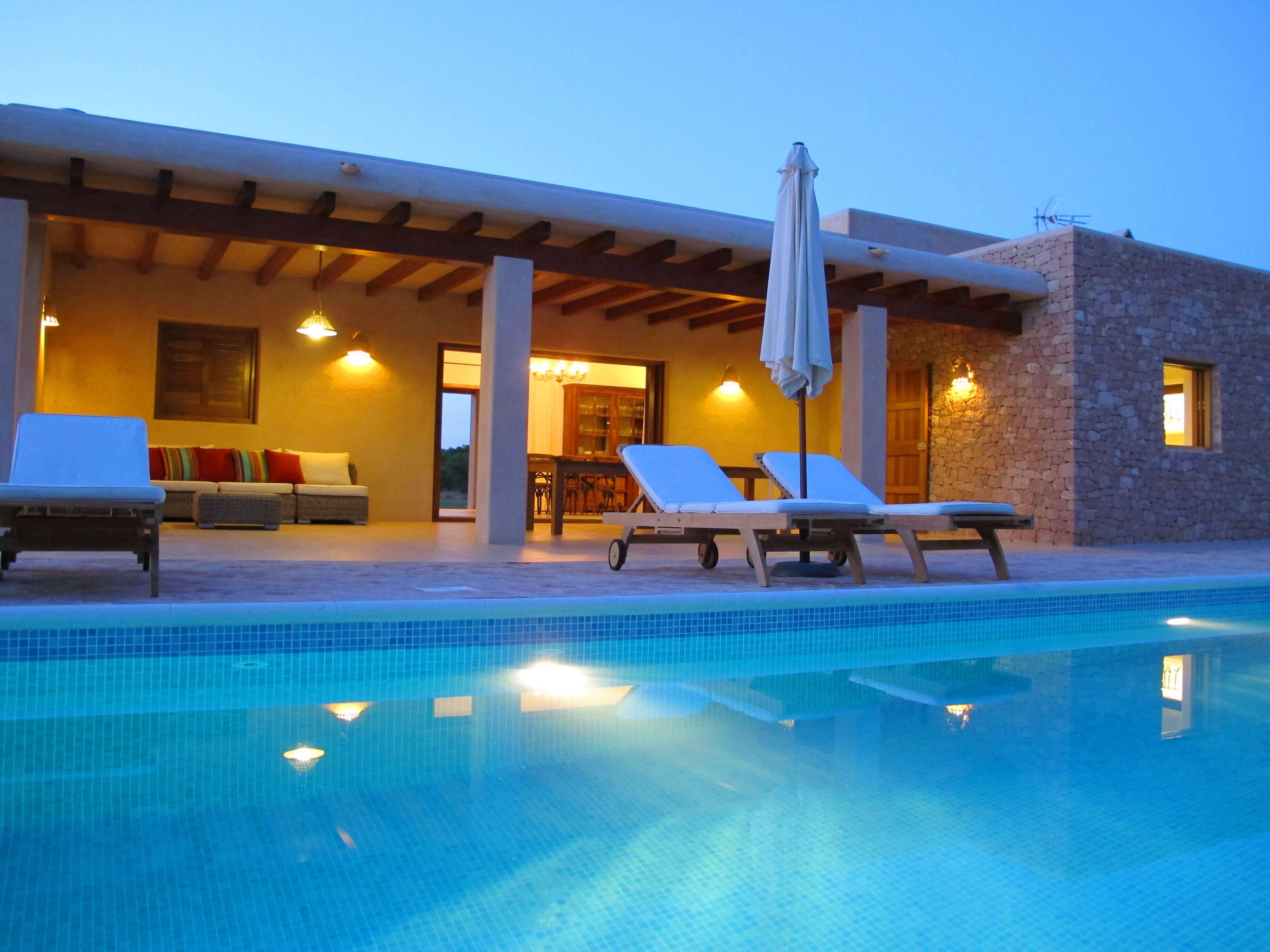 Villa Can Cardona en Formentera. Casa rural con jardín y piscina. Alojamientos turísticos Cardona