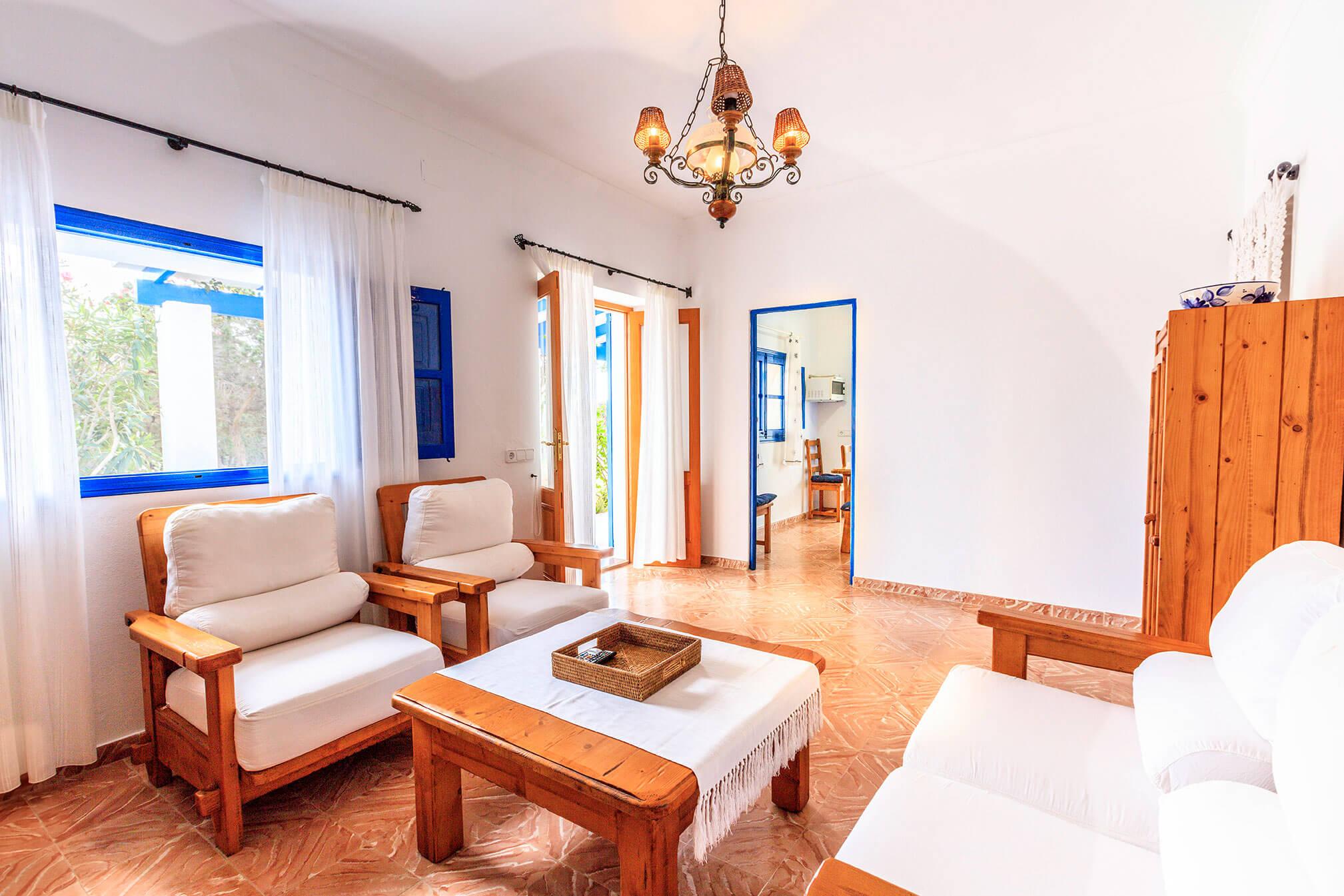 Salón comedor casa rural Can Carlets. Formentera, Alojamientos turísticos Cardona