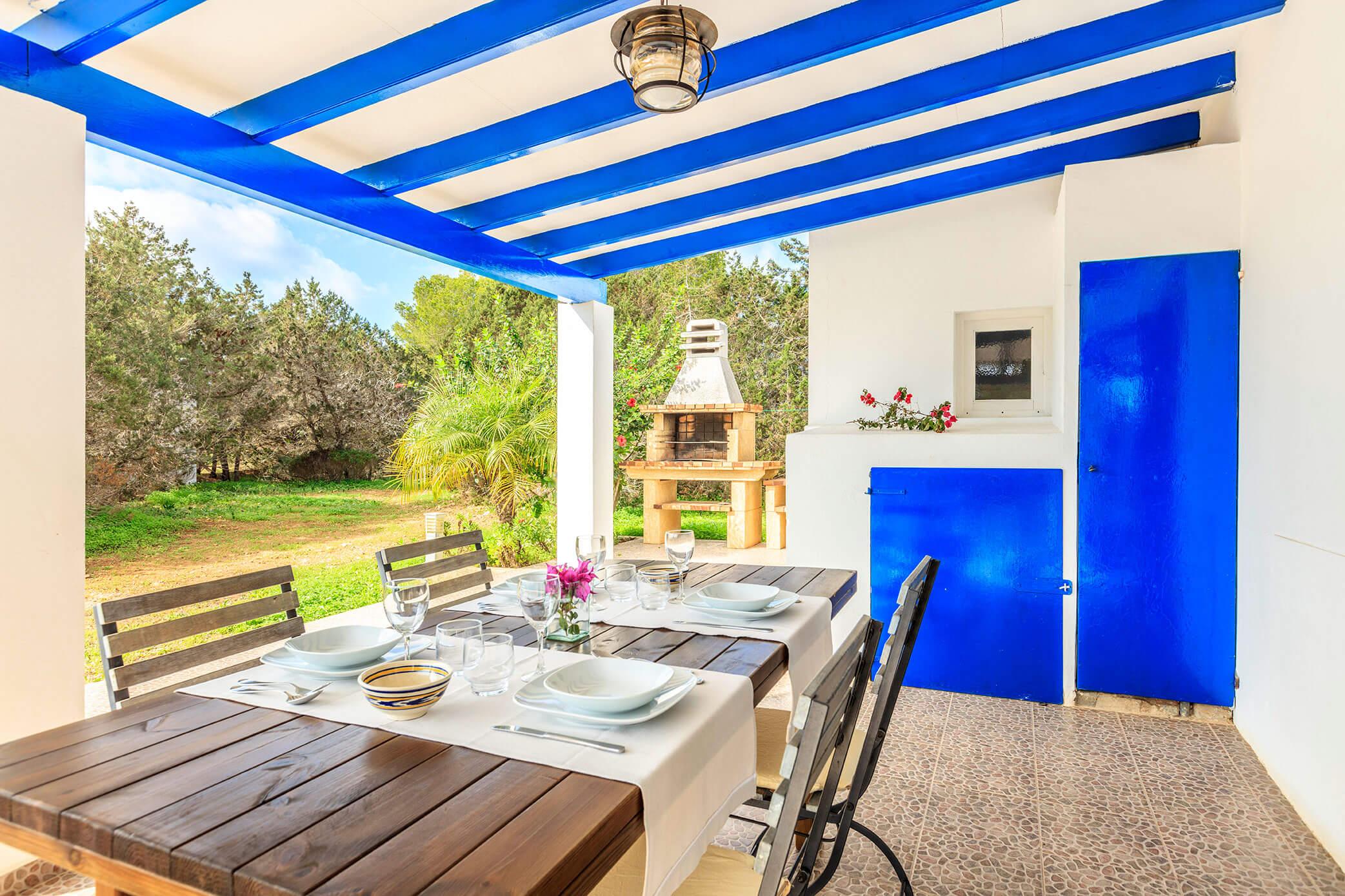 Casa rural en Formentera con terraza, jardín y barbacoa. Alojamientos turísticos Cardona. Can Carlets