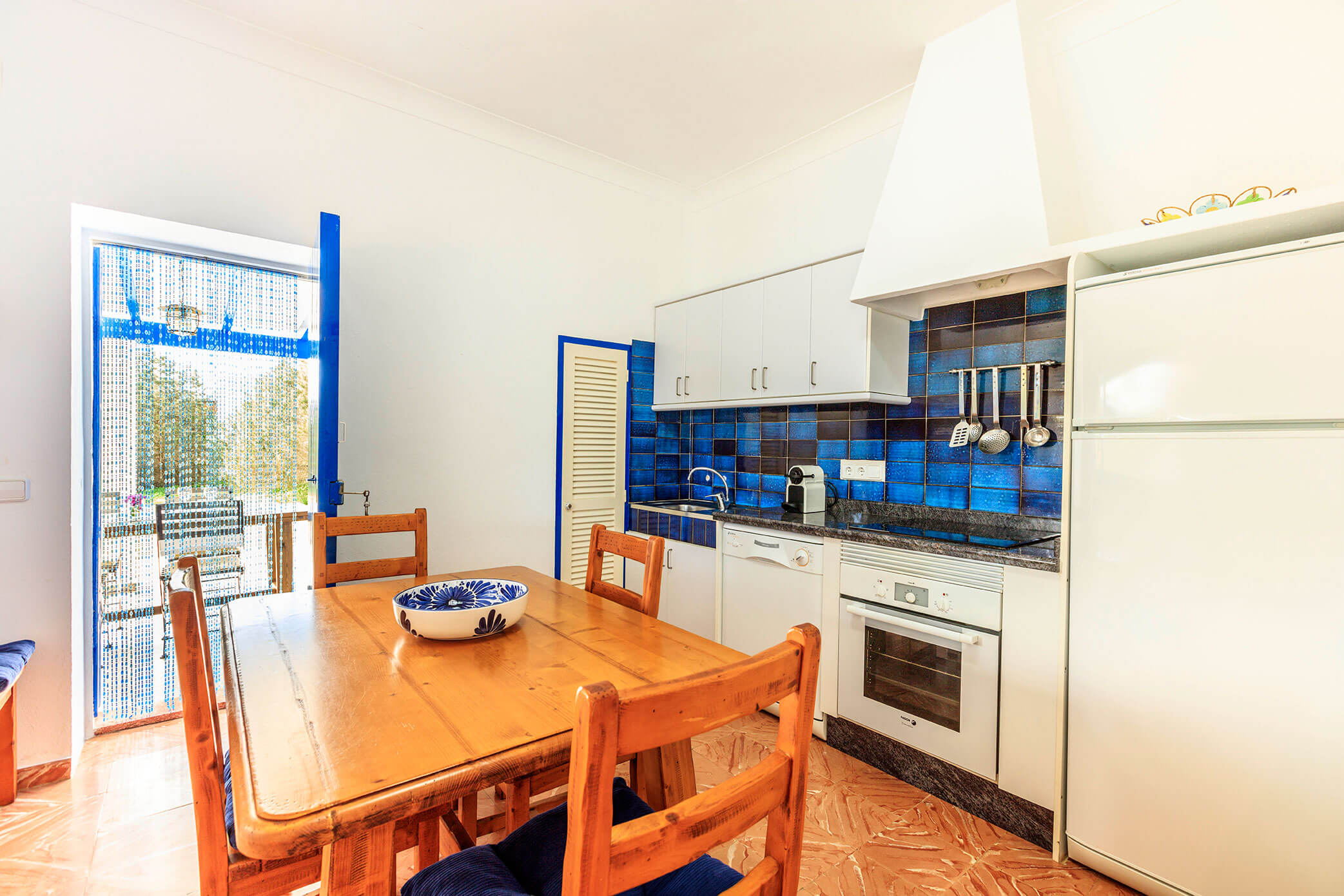 Casa rural Can Carlets. Cocina amplia equipada. Alojamientos turísticos Cardona en Formentera.