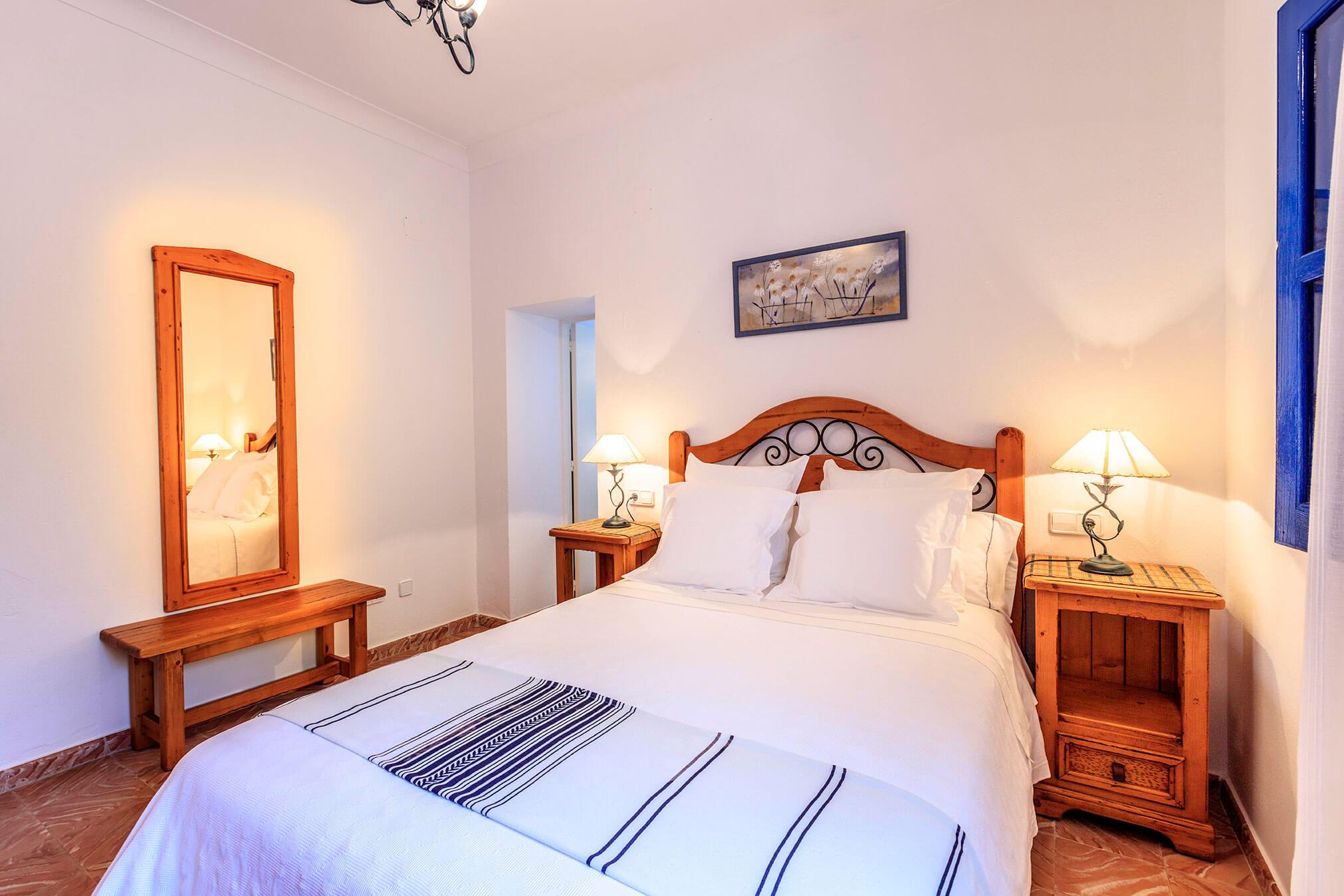 Habitación doble. Can Carlets, casa rural en Formentera con jardín privado. Alojamientos turísticos Cardona.
