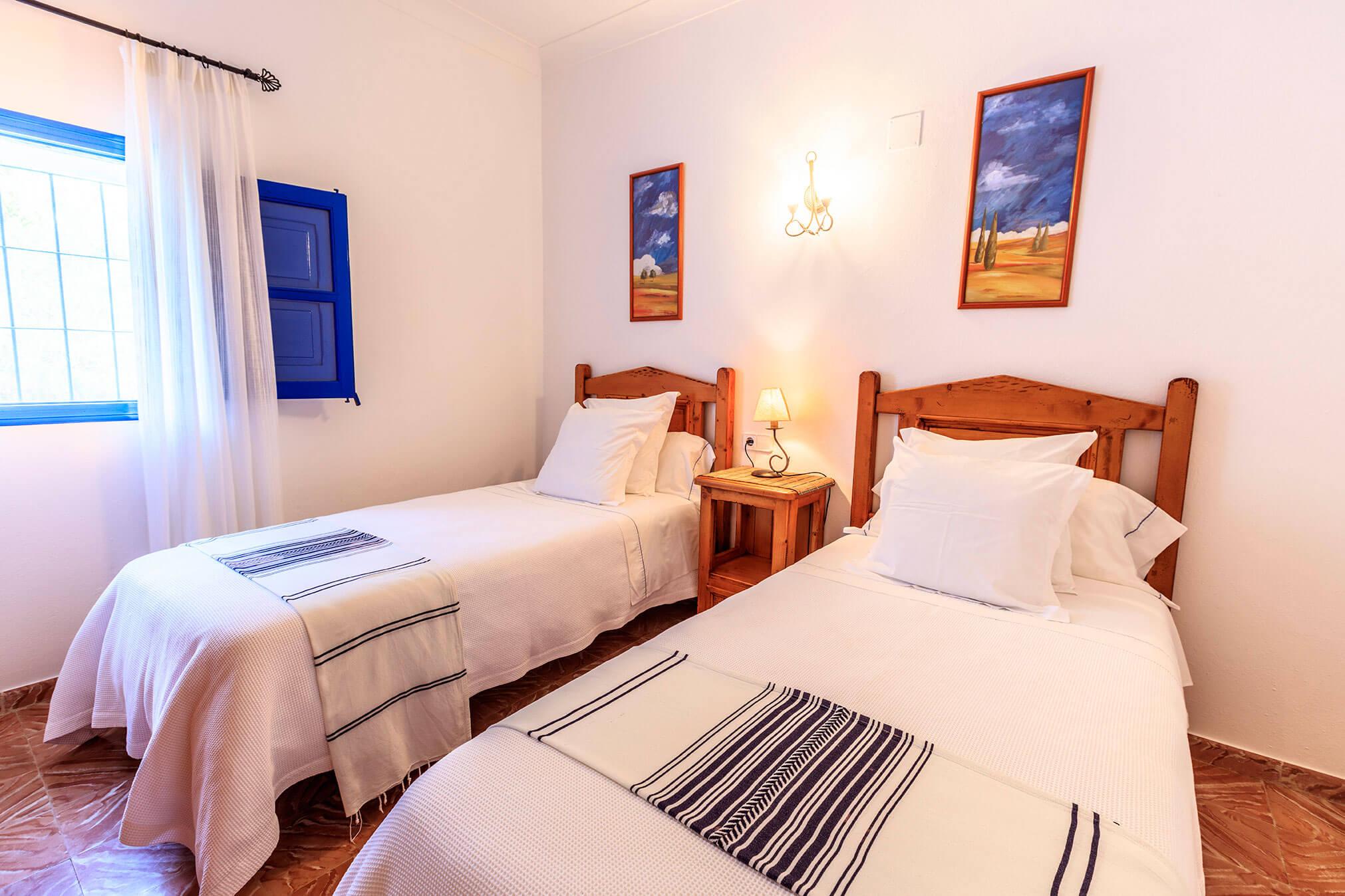 Habitación doble casa rural Can Carlets. Alojamientos turísticos Cardona en Formentera.