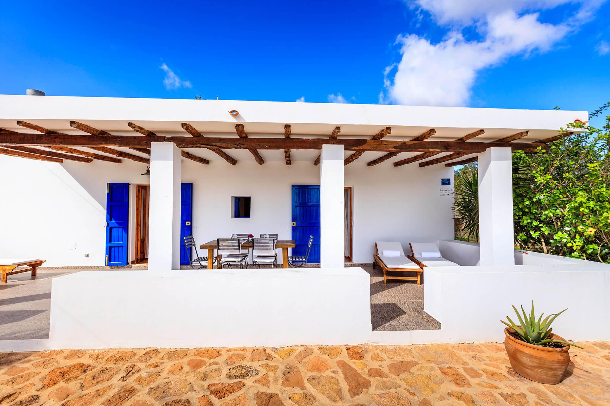 Casa rural en Formentera de dos habitaciones con terraza y jardín. San Francisco Javier, capital de Formentera. Alojamientos turísticos Cardona