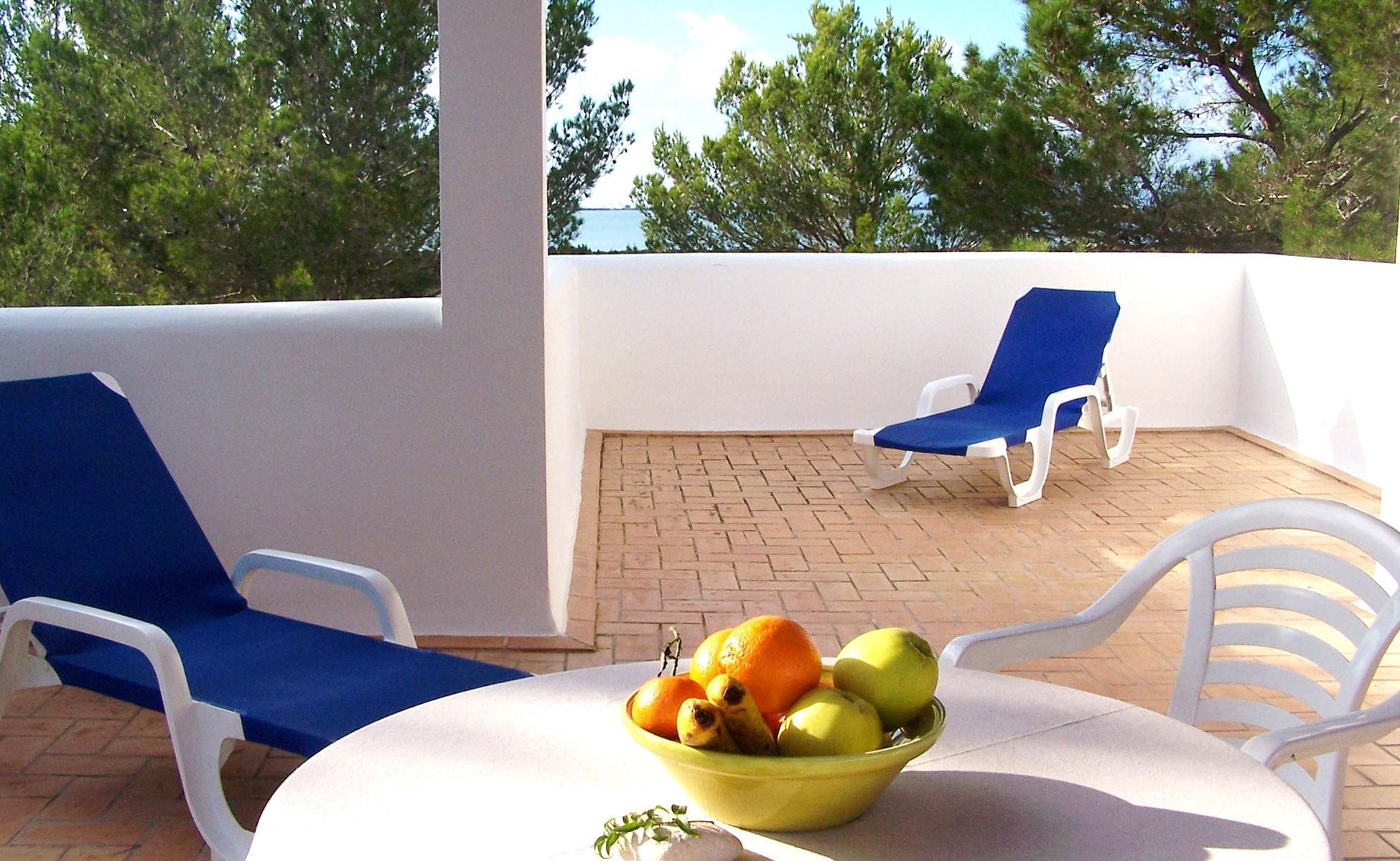 Alojamientos turísticos Cardona. Apartamento vacacional en Formentera en el Parque Natural de Las Salinas.