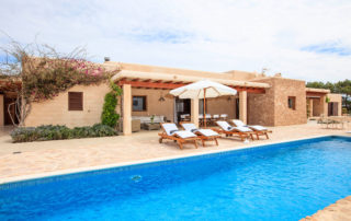 Alojamientos turísticos Cardona. Casa rural en Formentera con jardín y piscina
