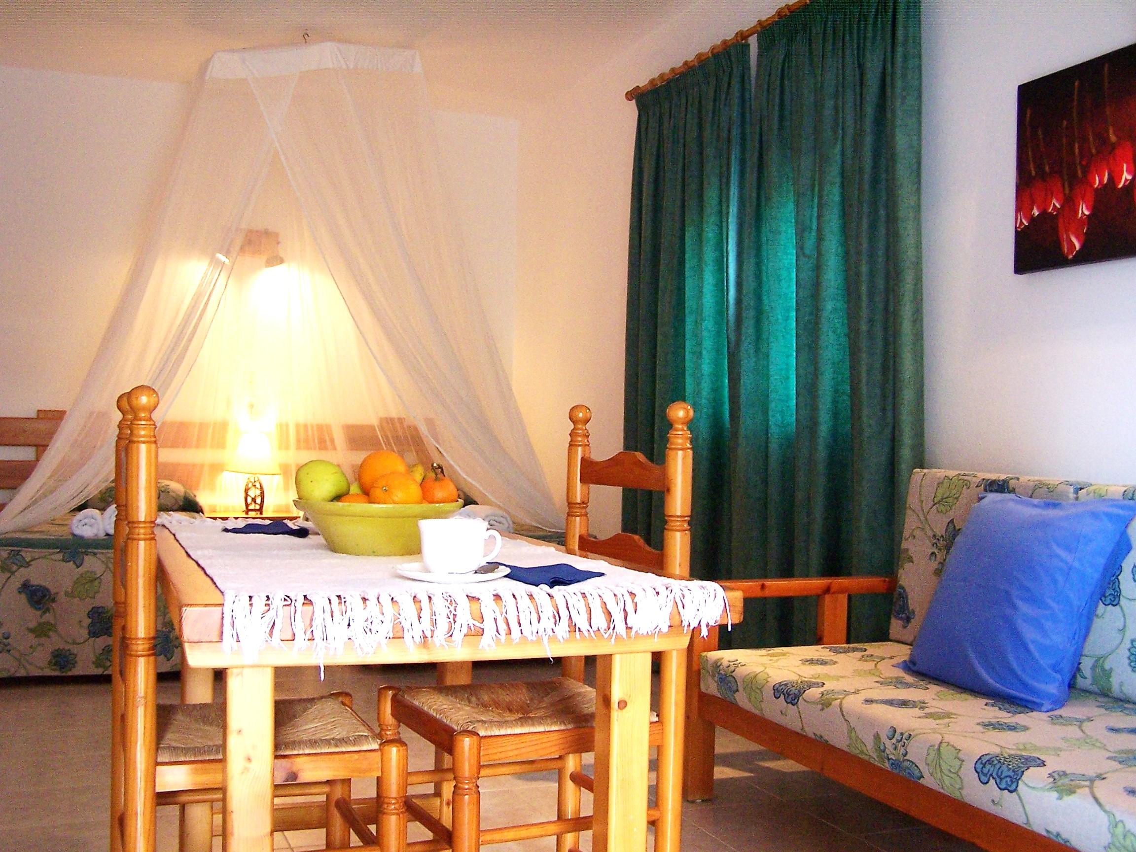 Estudio vacacional en Formentera. Es Pujols. En el Parque Natural de Las Salinas. Alojamientos turísticos Cardona.