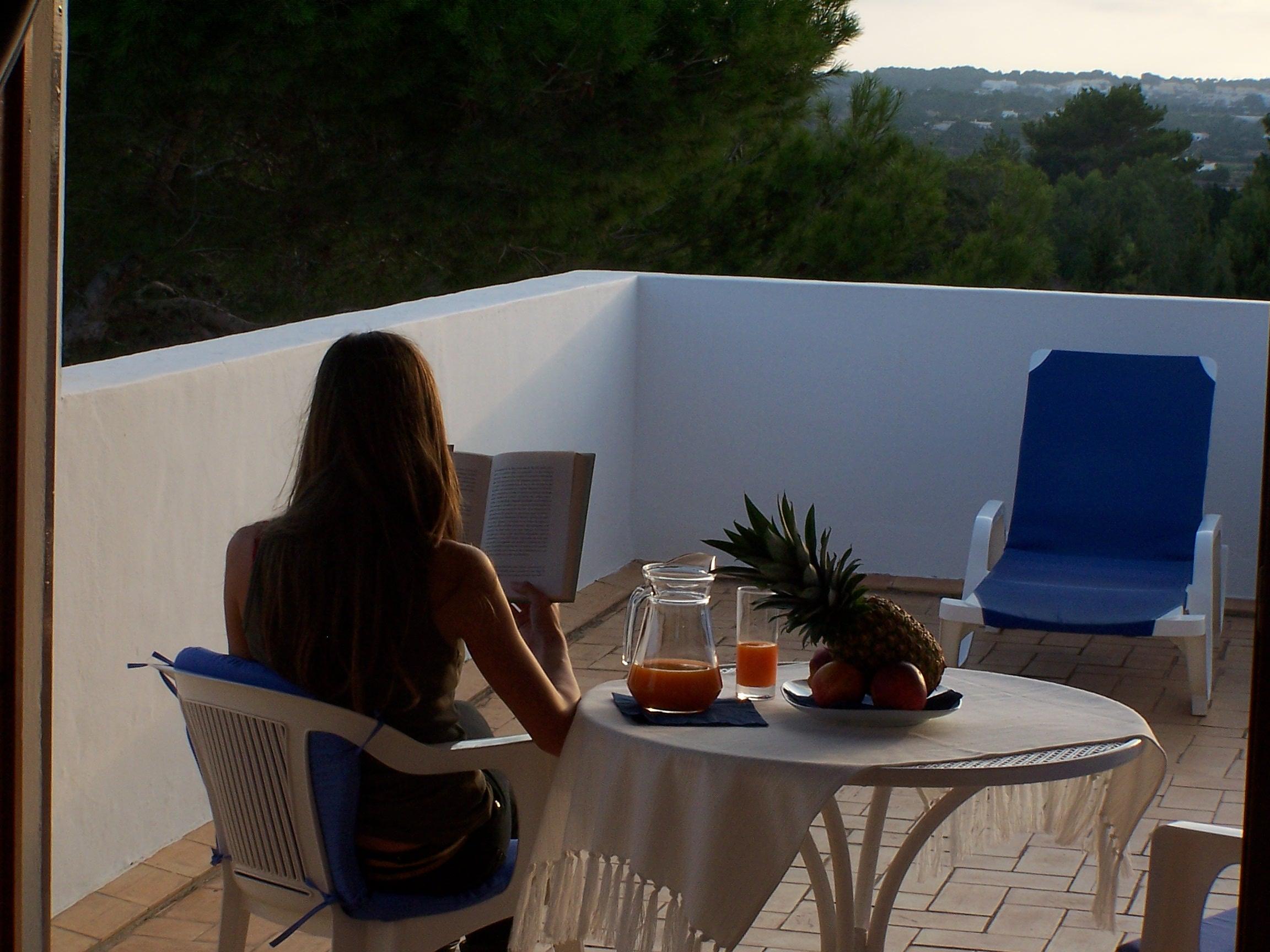 Estudio vacacional en Formentera. Terraza privada con vistas. Alojamientos turísticos Cardona